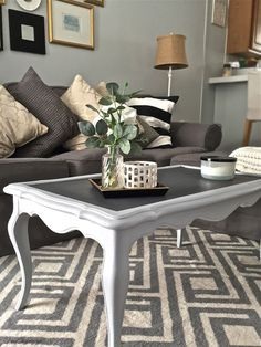The Coffee Table looked great but needed a change to go with the apartment's updated new look! #ChalkPaint #EasyDIY