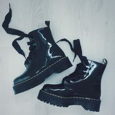 The Molly boot, shared by rebekagenocide. Dr. Martens, White Doc Martens, Doc Martens Style, Doc Martens Outfit, Doc Martens Boots, Shoe Company, Designer Boots, Sock Shoes, Look Cool