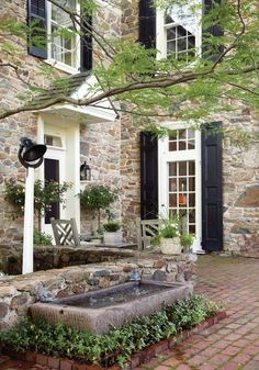 Nice stone for house. Architect Peter Zimmerman's Stone Farmhouse - Old-House Online - Old-House Online Old Stone Houses, Old Houses, Houses With Stone Exterior, Stone House Exteriors, Abandoned Houses, Stommel Haus, Stone Cottages, Exterior Design, Facade Design