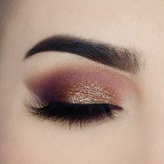 Pretty eye makeup for brown eyes Pretty Eye Makeup, Glitter Eye Makeup, Love Makeup, Makeup Inspo, Makeup Art, Beauty Makeup, Hair Makeup, Makeup Goals, Makeup Tips