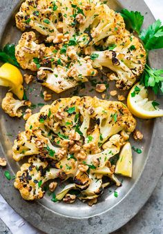 Grilled Cauliflower Steaks-Grilled Cauliflower Steaks with honey, lemon, and toasted walnuts. Tender, caramelized, and so satisfying! Perfect recipe for a simple side or light meal. Orange Cauliflower Recipes, Ways To Cook Cauliflower, Bbq Cauliflower, Grilled Cauliflower Steaks, Grilled Steaks, Healthy Dinner Recipes, Vegetarian Recipes, Summer Grilling Recipes, Vegan Grilling