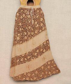 Saias estonadas indianas com ricas estampas e bordados.  Diversos modelos por R$ 6990  Peça a sua pelo nosso Whatsapp: 13982166299