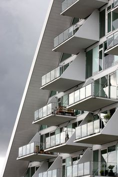 Condominium The Wave apartment building, Vejle, Denmark by Henning Larsen Architects Henning Larsen, Vejle, Facade Architecture, Amazing Architecture, Contemporary Architecture, Architecture Diagrams, Architecture Portfolio, Facade Design, Condominium