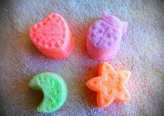 Home made all natural bath bombs.  Made with coconut oil, olive oil and Epson salts, mica mineral powder. Very moisturizing!! Topped with a bit of glitter. Heart is about 3 oz or the three small shapes are 1 oz each for a total of 3 oz..    Kids Love these!  Makes bath time fun.    Lavender o...