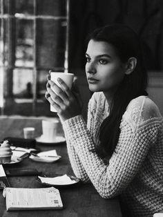 Coffee Reading, Coffee And Books, Coffee Girl, Coffee Shop, Cafe Art, Photo Memories, Portrait Art, Portraits, Couple Shoot
