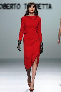 elblogdeanasuero_MBFWM Otoño-Invierno 2013_Roberto Torretta vestido rojo