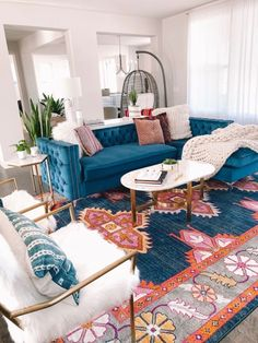 Small baby room: ideas to make this little corner special - Home Fashion Trend Vintage Sofa, Style At Home, Boho Living Room, Home And Living, Living Room Decor Blue Sofa, Rosa Sofa, Light Blue Sofa, Deco Studio, Sofa Colors