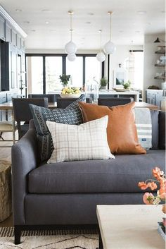 McGee & Co pillow #diyhomedecor #pillowoncouch