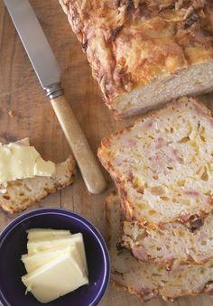 Brood gebak met kaas en spekvleis - Weg!