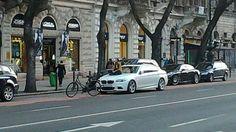 Totalcar - Magazin - Megpihent a tahó BMW-jén a bringás lány