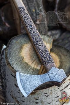 Viking Axe: Viking Jewelry Honoring Long Gone Tradition Without the axe, the image of the Vikings would never be complete. Axe was the most symbolic and major weapons in the Viking age. Viking Metal, Viking Axe, Gravure Metal, Hand Axe, Axe Handle, Armas Ninja, Viking Beard, Scandinavian Pattern, Battle Axe