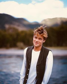 Actors Male, Young Actors, Actors & Actresses, Brad Pitt Gif, Young Brad Pitt, Brad Pitty, Handsome Male Models, Man Photo, In Hollywood