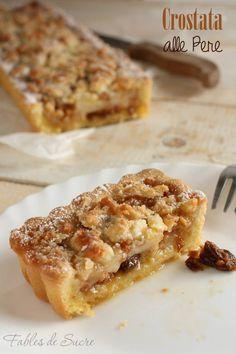 Un friabile guscio di frolla per questa crostata pere mandorle e amaretti. Buona, profumata, cremosa e golossissima con tutto il gusto delle pere.