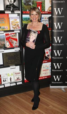 Fern Britton Photos - Fern Britton arrives at Waterstones book store to launch her new book 'Fern My Story' on November 2008 in London, England. Fern Britton, 4 Sisters, Book Signing, Tv On The Radio, Female Form, Ferns, New Books, Photos, Fashion
