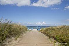 Die Hohwachter Bucht: Hier lockt der Strand mit seinen bunten Strandkörben, auch in der Hochsaison ist hier immer Platz. Wer die Gegend erkunden möchte, kann durch die Dünen zum Hafen Lippe gehen. Hier wird morgens noch Fisch vom Kutter verkauft