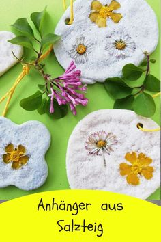 Now in spring, when flowers can finally bloom everywhere again, you can . Diy Crafts Videos, Diy And Crafts, Kindergarten Art Projects, Valentines Day For Him, Printable Scrapbook Paper, Diy Purse, Needle Book, Kids And Parenting, Teacher Gifts