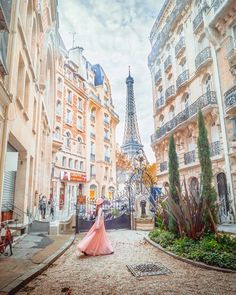 These are the top charming streets in Paris you must see! These secret Paris streets are off-the-beaten-path and we include a map to help you find them! Oh Paris, Paris Map, Montmartre Paris, Pink Paris, Disney In Paris, Paris Girl, Paris Photography, Travel Photography, Eiffel Tower Photography