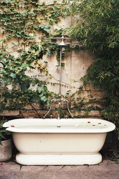 Classic Scene - Outdoor Bathtubs We Wouldn't Be Able To Get Out Of - Photos
