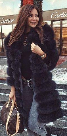 #winter #fashion / Black Faux Fur Coat / Black Top / Skinny Jeans