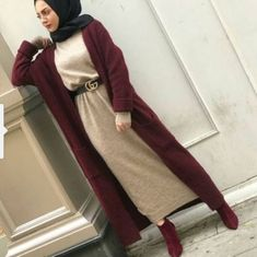 long maroon cardigan with long dress-Hijabi street style – Just Trendy Girls Street Hijab Fashion, Abaya Fashion, Muslim Fashion, Modest Fashion, Hijab Elegante, Hijab Chic, Estilo Abaya, Hijab Style Dress, Mode Abaya
