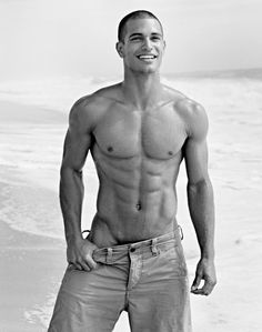 I don't know who this is but it don't even matter. Look at him !! Yum!!