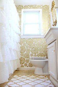 Gold Glam Bathroom Makeover (via Bloglovin.com )