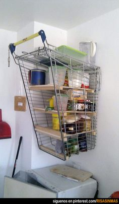 Reciclando carrito de supermercado.