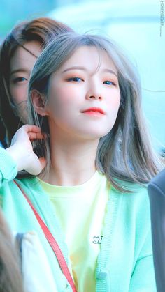 fromis_9 - Jiheon 190518 Gimpo Airport to Japan for KCON Japan 2019 Kpop Girl Groups, Korean Girl Groups, Kpop Girls, Girl Group Pictures, Girl Photos, Pre Debut, Grunge Girl, Cute Korean, Fandom