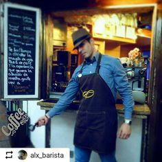 Gracias a nuestro #Community por honrarnos con su mención tan especial. Somos #AromaDiCaffè una gran familia. . #Repost @alx_barista with @instatoolsapp  Otra más en mi #CoffeeMater @aromadicaffe. . La #BarCaffetteria que vence las sombras...  Puro talento #UCVista  . . #UCV #BaristaStyle #ILoveCoffee #AromaLover . Foto por: @irvin_gonzalezo.o…
