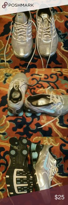 Nike running sneakers I'm selling the sneakers for my cousin to me it still in good condition just a little bit dirty around the bottom nothing major just need to wipe! Ps. Please read before you purchase... I do not have the original box but I will put it in a box for you Nike Shoes Sneakers