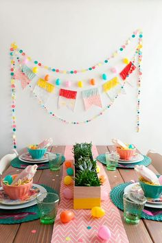 Easter is just around the corner, so if you haven't already, it's time to plan brunch (or dinner). And… day backdrop TELL: DIY EASTER BRUNCH - Tell Love and Party Ostern Party, Diy Ostern, Festa Party, Diy Party, Ideas Party, Diy Décoration, Diy Crafts, Brunch Decor, Brunch Table