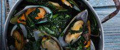 Μύδια στην κατσαρόλα με σπανάκι  5 Nηστίσιμες συνταγές με θαλασσινά! | ediva.gr Zucchini, Vegetables, Food, Essen, Vegetable Recipes, Meals, Yemek, Veggies, Eten