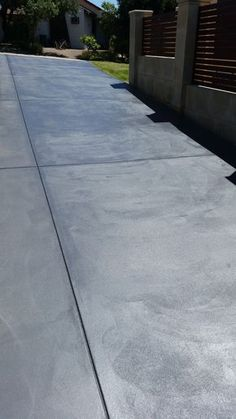 A quick and easy weekend DIY on painting and sealing a concrete driveway - Maudiebickram Concrete Driveway Paint, Poured Concrete Patio, Concrete Patio Designs, Painted Concrete Floors, Stone Driveway, Concrete Driveways, Backyard Pool Designs, Painting Concrete, Backyard Patio
