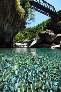 A Taroko folyó kristálytiszta vize, Taiwan