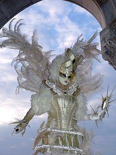 Carnaval de Venise Venetian Carnival Masks, Carnival Of Venice, Venetian Masquerade, Masquerade Party, Masquerade Masks, Mardi Gras Costumes, Carnival Costumes, Costume Carnaval, Costume Venitien