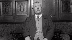 When Sir Arthur Conan Doyle became a real-life Sherlock Holmes New Sherlock Holmes, Detective Sherlock Holmes, Sherlock Holmes Stories, Sherlock Bbc, Sir Arthur, Arthur Conan Doyle, Domaine Public, Shirley Jackson, Jonny Lee