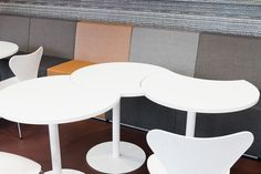 TOP tables are visually slender yet structurally steady side table solutions that enable ergonomic and flexible work. Flexible Working, Lounge Areas, Simply Beautiful, Office Furniture, This Is Us, Tables, Top, Home Decor, Mesas