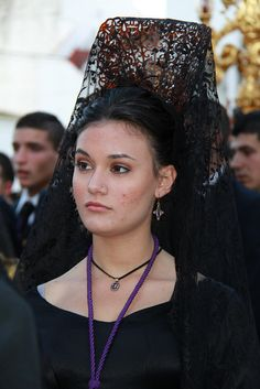 Mantilla y peineta by felixgarciaaaguera2010, via Flickr