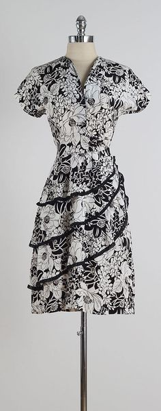 Vetiver - vintage dress, black and white floral with ruffled skirt Retro Dress, Dress Vintage, Vintage Outfits, Beautiful Gowns, Beautiful Outfits, 1940s Fashion, Vintage Fashion, Vintage Wardrobe, 1940s Dresses