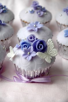 Lose yourself in the lavender luxury of our Frosted Fable Cupcakes. Fondant butterflies flutter around handcrafted floral art making for an unforgettable treat. Cupcakes Flores, Floral Cupcakes, Fancy Cupcakes, Pretty Cupcakes, Beautiful Cupcakes, Yummy Cupcakes, Wedding Cupcakes, Purple Cupcakes, Butterfly Cupcakes