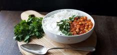 Kjøp Kikertcurry med ris og gresk yoghurt og resten av ukeshandelen med ett klikk! Kikertercurry er en varmende, smakfull og enkel rett. Server med ris, grovhakket persille og gresk yoghurt.