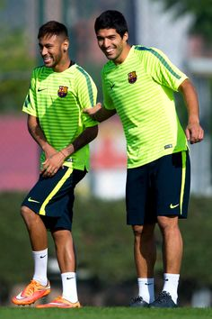 Cuz I love Neymar's smile! --Neymar (L) and Luis Suarez of FC Barcelona share a joke during a training session ahead of their UEFA Champions League Group F match against AFC Ajax at Ciutat Esportiva on October 2014 in Barcelona, Catalonia. Fc Barcelona, Barcelona Catalonia, Barcelona Soccer, Play Soccer, Soccer Stuff, Soccer Tips, Soccer World, Nike Soccer, Soccer Cleats