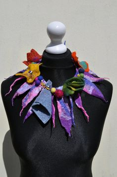 Beautiful necklace, collar, scarf, nuno felt, felt, silk, wool, collar, leaves, flowers, art