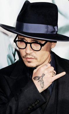 Johnny Depp // Ⓚ Young Johnny Depp, Here's Johnny, Most Beautiful Man, Beautiful People, Johnny Depp Glasses, Johnny Orlando, Jonny Deep, Captain Jack Sparrow, Leonardo Dicaprio