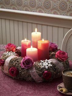 coroa do advento romântica com rosas