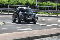 Infiniti FX30dS in motion #infiniti #fx #diesel #motion more: http://premiummoto.pl/09/02/infiniti-fx30ds-black-and-white-edition-nasza-sesja