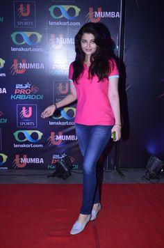 Aishwarya Rai Bachchan Photos,Aishwarya Rai Bachchan Images, Pictures, Stills - 734481 - FilmiBeat