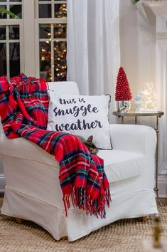A cheerful red & white Christmas home tour! Christmas Room, Plaid Christmas, White Christmas, Cabin Christmas, Southern Christmas, Plaid Decor, Christmas Decorations For The Home, Bright Homes, European Home Decor