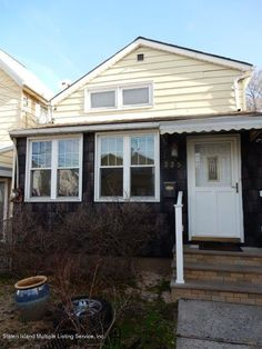 This listing is an affordable starter home, check it out!  http://www.defalcorealty.com/listing/1107830-225-anderson-st-rosebank-staten-island-ny-10305/  #defalcorealty #statenisland #brooklyn