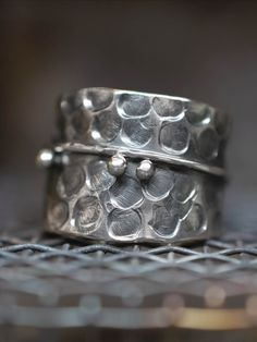 #Hammeredring #Adjustablering #Silverring #women'sfashion #womensstyle #contemporaryjewelry #plainsilverring #modernistjewelry #Artisanjewellery #sterlingsilver #casualring #widering #uniquering #diapiro #statementring